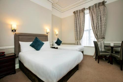 A room at Harcourt Hotel