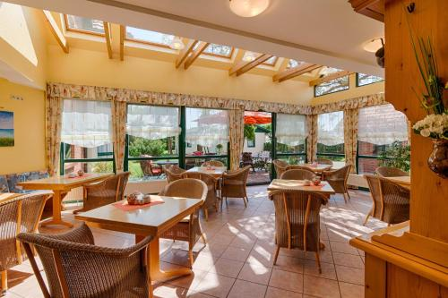 A restaurant or other place to eat at Hotel Garni Nussbaumhof