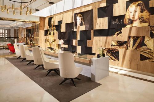 Un restaurante o sitio para comer en Palacio de los Duques Gran Meliá - The Leading Hotels of the World
