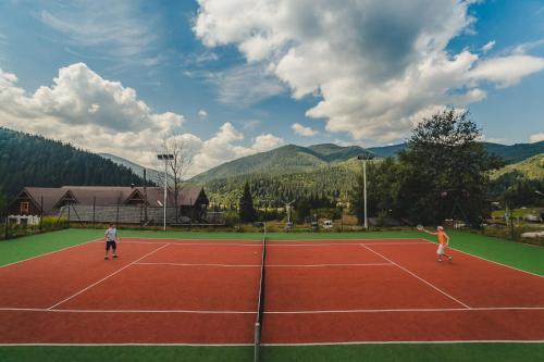 Теннис и/или сквош на территории Коруна или поблизости