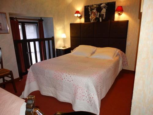A room at Chambres d'Hôtes de la Ferme Auberge de Mésauboin