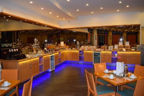 Ein Restaurant oder anderes Speiselokal in der Unterkunft Hotel am Borsigturm