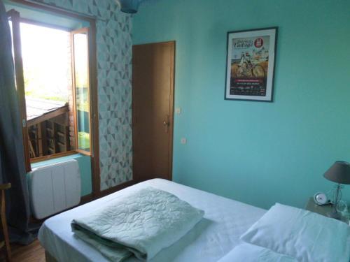 A bed or beds in a room at Gîte des Gabelous
