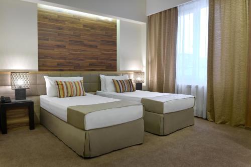 Кровать или кровати в номере Minotel Barsam Suites