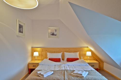 Łóżko lub łóżka w pokoju w obiekcie Spiski Dworek