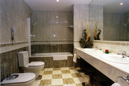 A bathroom at Ciudad de Haro