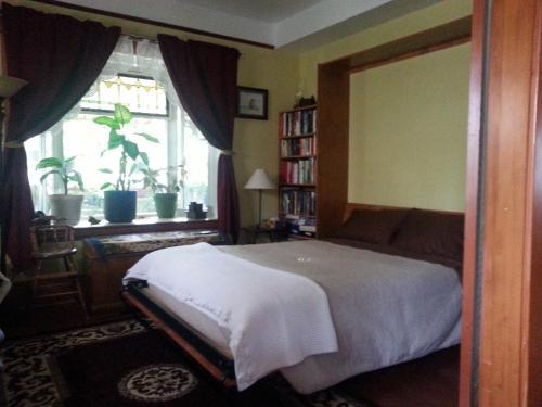 A room at Phoenix House B&B