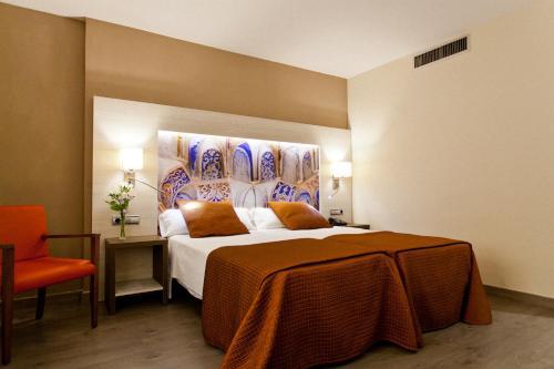Una habitación en Hotel Porcel Sabica