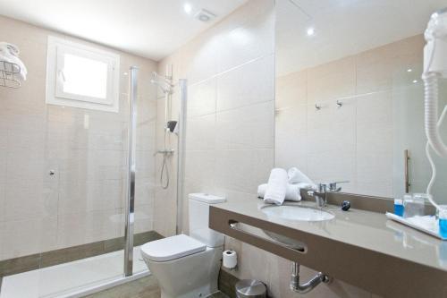 Un baño de Hotel Porcel Sabica