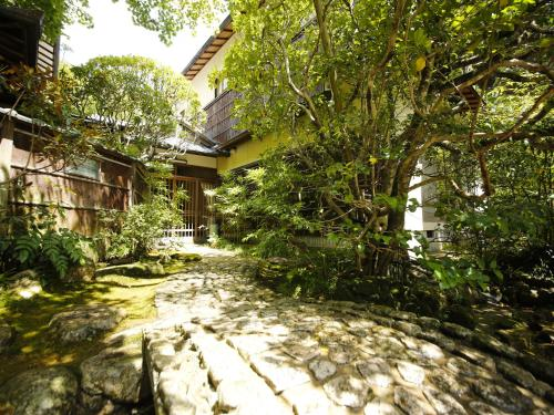 A garden outside Hashinoya Bekkan Ransui