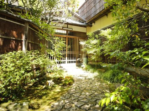 A porch or other outdoor area at Hashinoya Bekkan Ransui