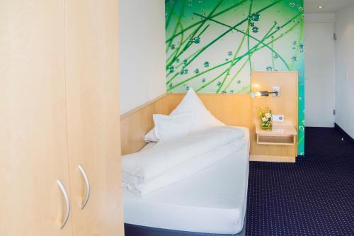Ein Bett oder Betten in einem Zimmer der Unterkunft Stausee-Hotel
