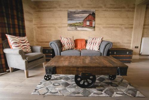 The lounge or bar area at Kirklea Island Suites