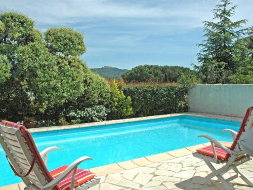 The swimming pool at or near Holiday Home Domaine de Saint Martin