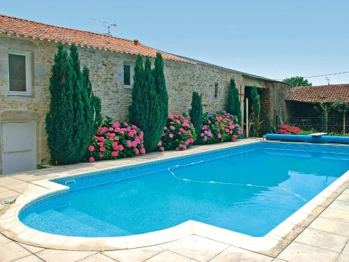 The swimming pool at or near Holiday Home Le Clos des Vignes