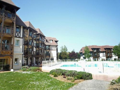 The swimming pool at or near Apartment L'Orée du Golf-2