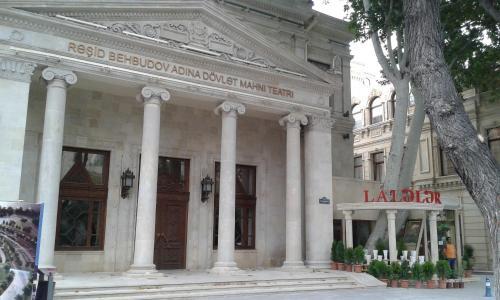 A fachada ou entrada em Teatr Rashida Beibytova