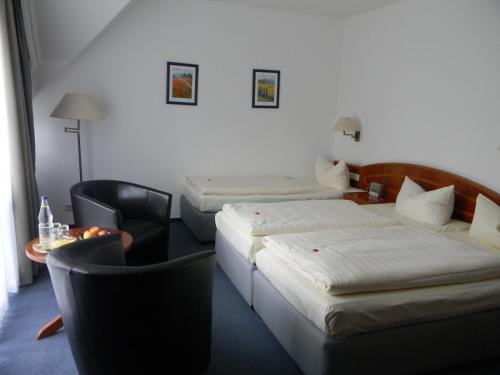 Ein Bett oder Betten in einem Zimmer der Unterkunft Hotel Stadt Norderstedt
