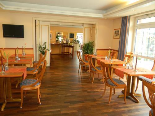 Ein Restaurant oder anderes Speiselokal in der Unterkunft Hotel Stadt Norderstedt