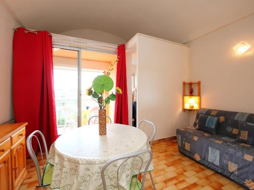 A seating area at Apartment Les Marines II