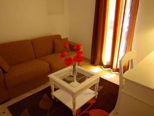 The lounge or bar area at Villa La barbanne des Bois