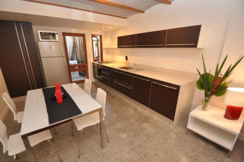 A kitchen or kitchenette at Camperdown Self-Contained Modern Two-Bedroom Apartment (21 BRIGS)