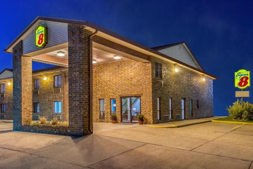 The facade or entrance of Super 8 by Wyndham Wakeeney