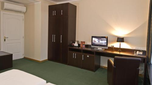 A kitchen or kitchenette at Hotel Plasky