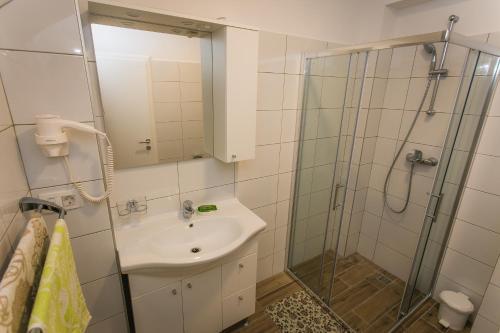 A bathroom at Apartments Marin