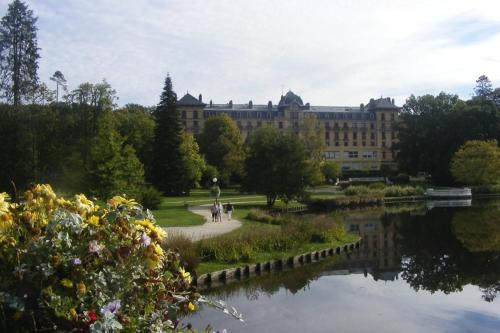 A view of the garden at Résidence du Lac or nearby