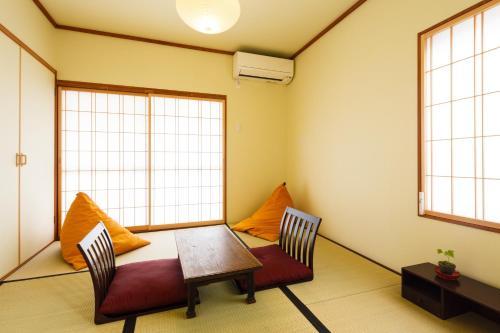 A seating area at Kiyomizu Shukuba