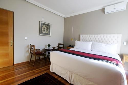 Cama ou camas em um quarto em Quiral Hotel Boutique