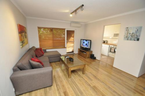 The lounge or bar area at North Ryde Self-Contained One-Bedroom Apartment (7KHRT)