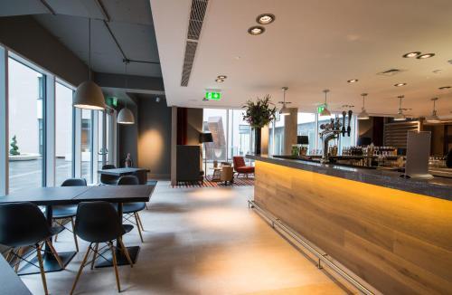 The lounge or bar area at ibis Edinburgh Centre South Bridge – Royal Mile