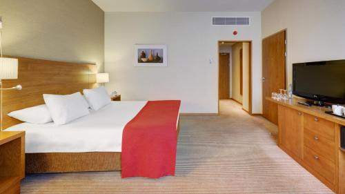 A bed or beds in a room at Holiday Inn Moscow Suschevsky