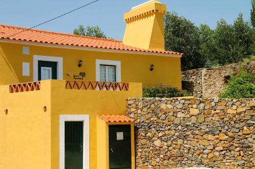 The facade or entrance of Quinta da Figueirinha