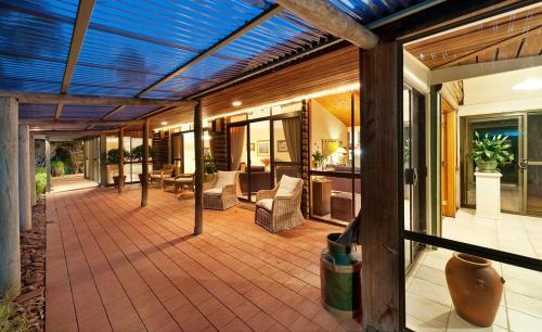 The lounge or bar area at LeCamah Hill