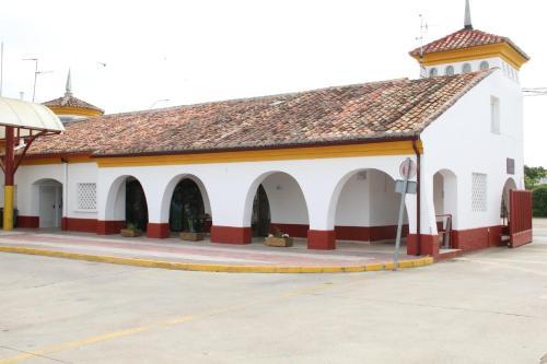 The facade or entrance of El Albergue de Herrera