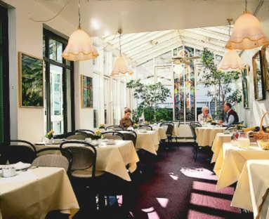 A restaurant or other place to eat at Casa Chiara