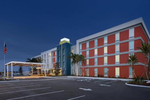 The facade or entrance of Home2 Suites by Hilton Orlando International Drive South