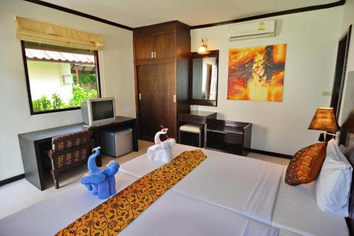 A room at Golden Bay Cottage