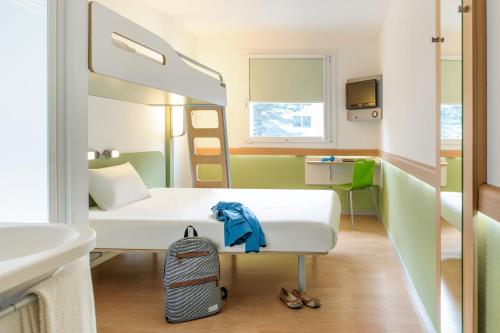 A room at ibis budget Metz Sud