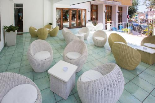 Salone o bar di Residence Hotel Eden