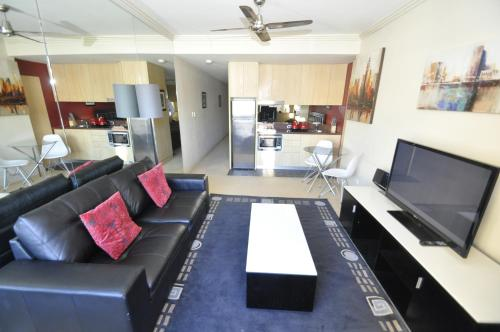The lounge or bar area at Pyrmont Modern Jones Bay Apartments