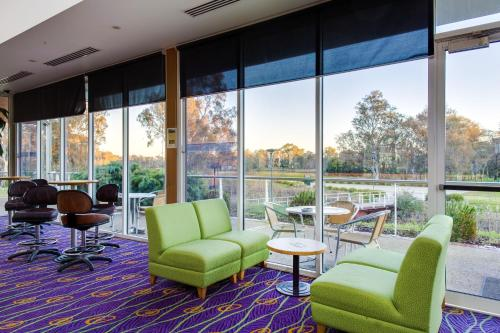 The lounge or bar area at Thurgoona Country Club Resort