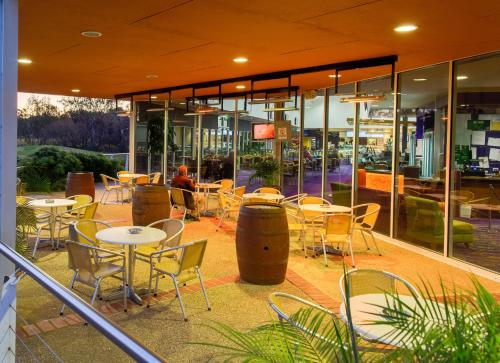 A restaurant or other place to eat at Thurgoona Country Club Resort