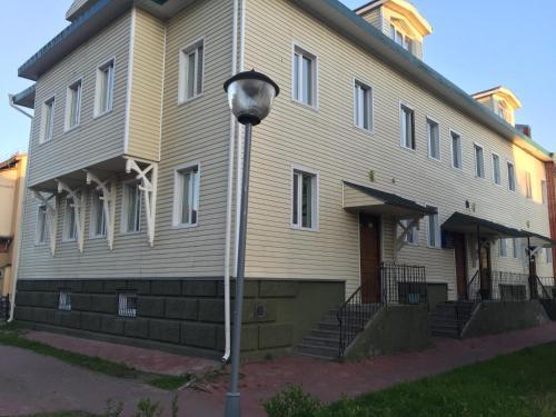 Фасад или вход в Старое Место Хостел
