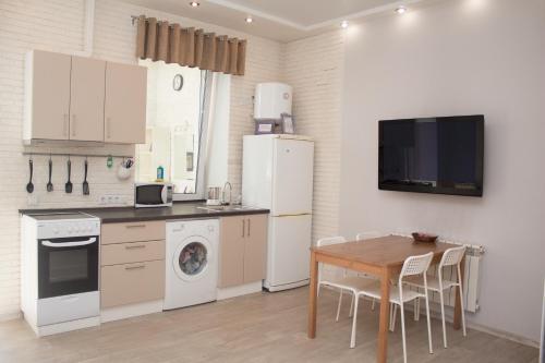 Кухня или мини-кухня в Apartment Shukshina