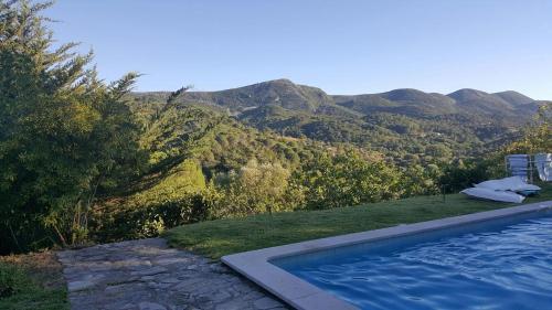 The swimming pool at or near Casa de Baixo