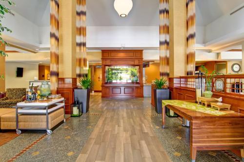 The lounge or bar area at Hilton Garden Inn Ottawa Airport